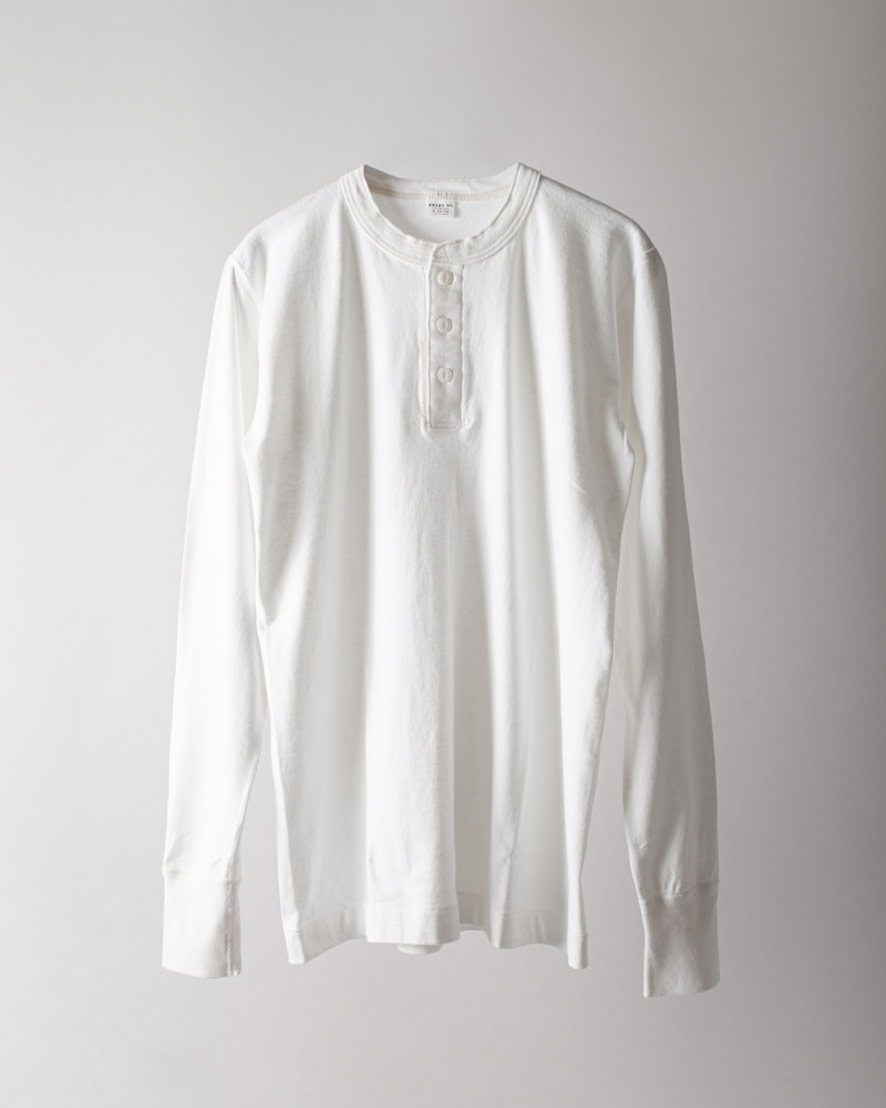 ENTRY SG|Merida Long Sleeve Henley Neck Tee・Pure White