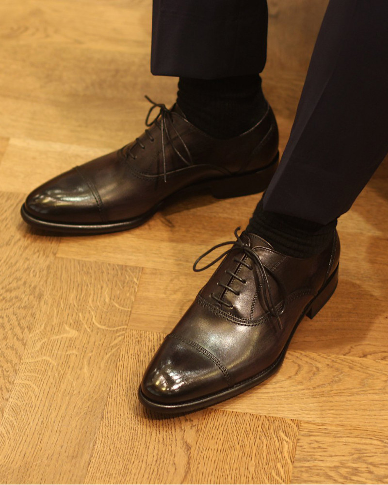Calzoleria Toscana|2385 Patina Captoe Oxford・Graphite