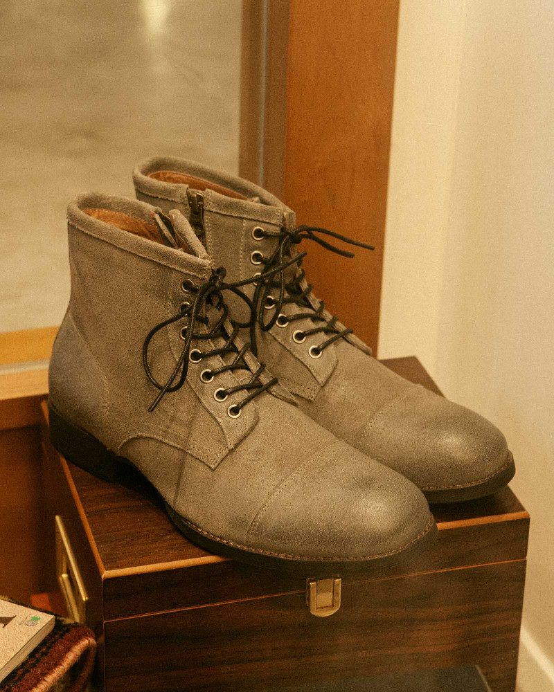 RAD by RAUDi|Side Zip Captoe Boots.Grey Suede