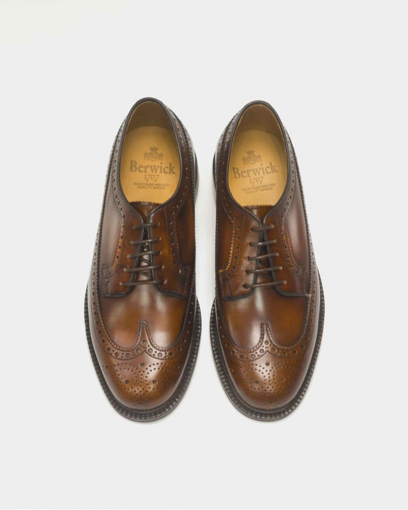 Berwick 1707 Longwing Brogues Plus · Caramel