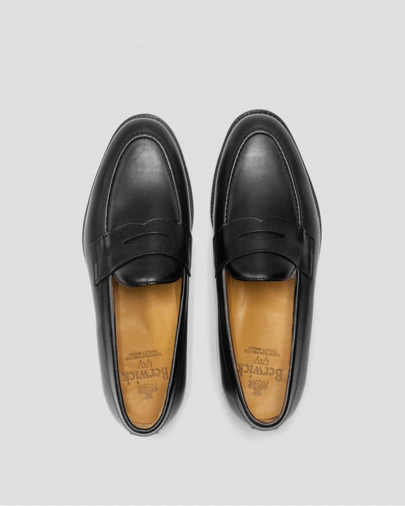 Berwick 1707 Penny Loafers · Black