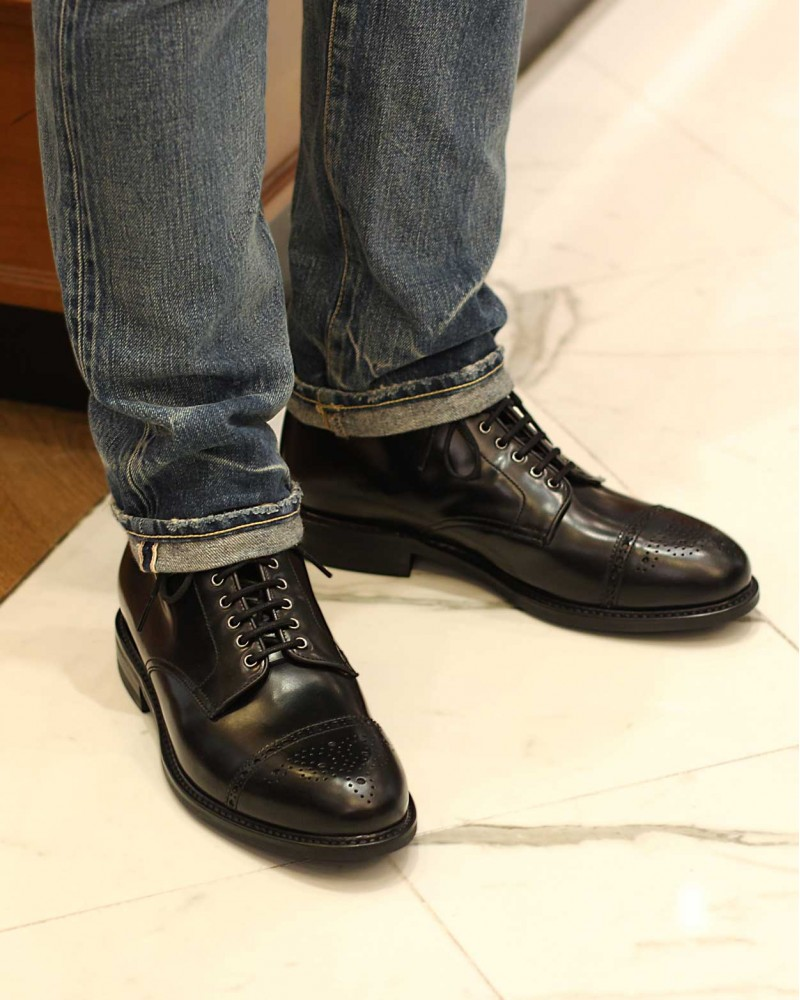 Berwick1707 for HOAX|339 Medallion Boots・Black
