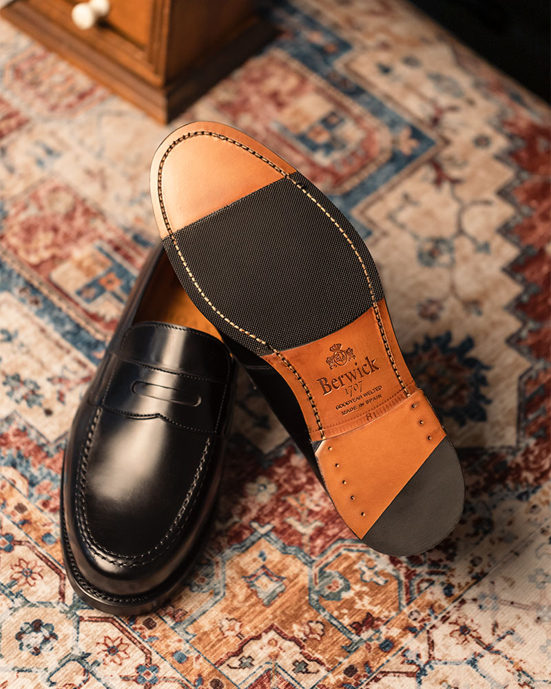 Berwick1707 for HOAX|4962 Penny Loafers・Black