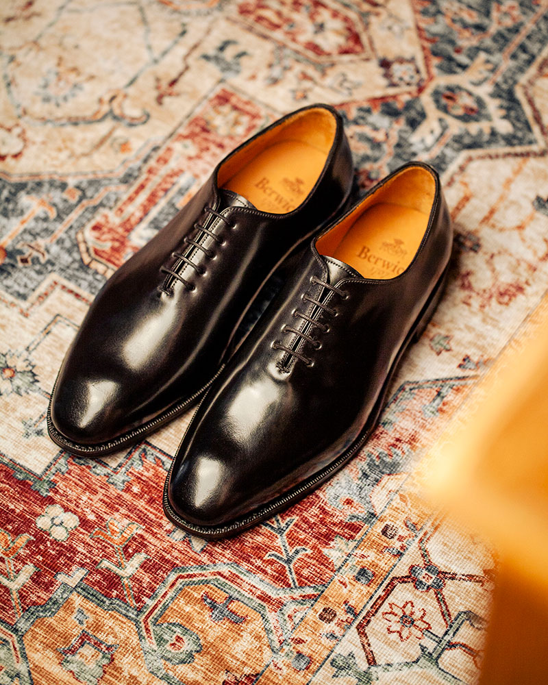西班牙直送|Berwick1707 Premium Grade|5216 Cordovan Whole Cut Oxford・Black