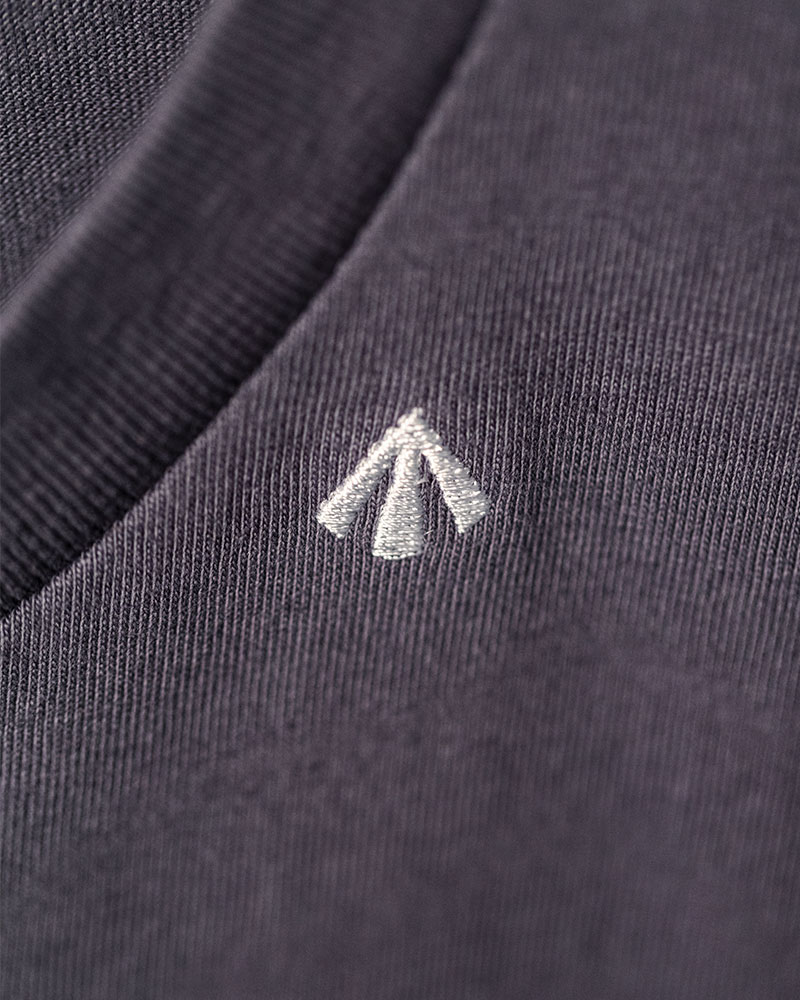 Club Stubborn x HOAX|Embroidered Broad Arrow Washed T-Shirt.Navy